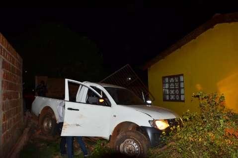 Condutor é executado com 15 tiros e veículo desgovernado invade casa