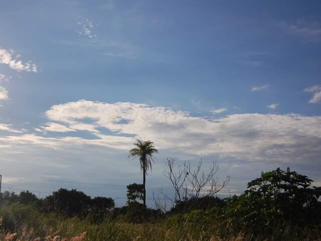 Dia amanheceu com céu claro, mas previsão é de chuva na parte da tarde. (Foto: Marlon Ganassin)