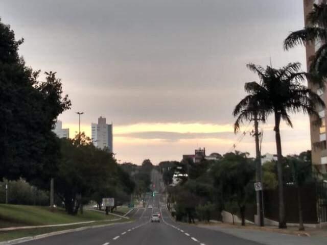 Avenida Afonso Pena no início da manhã deste domingo. (Foto: Mirian Machado)