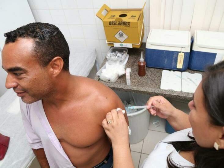 Vacina está disponível nos postos de saúde (Foto: Marcos Ermínio)