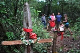 Cruzes marcam local onde ocorreram mortes de índios na reserva de Dourados; MPF diz que falta segurança pública (Foto: Divulgação/MPF)