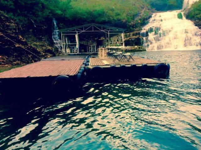 Bares flutuantes. (Foto: João Humberto)