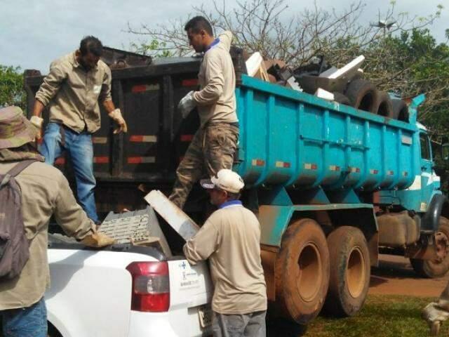 No primeiro dia da Força-tarefa foram eliminados 24 focos do mosquitos e 800 depósitos (Foto: Divulgação/ PMCG)