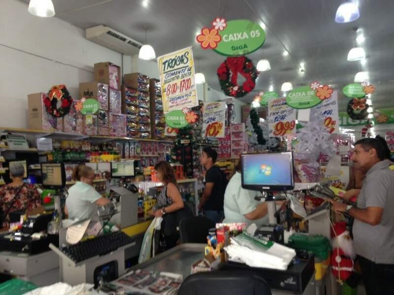 Loja de utilidades diz que os brinquedos são os mais vendidos nessa época. (Foto: Elci Holsback)