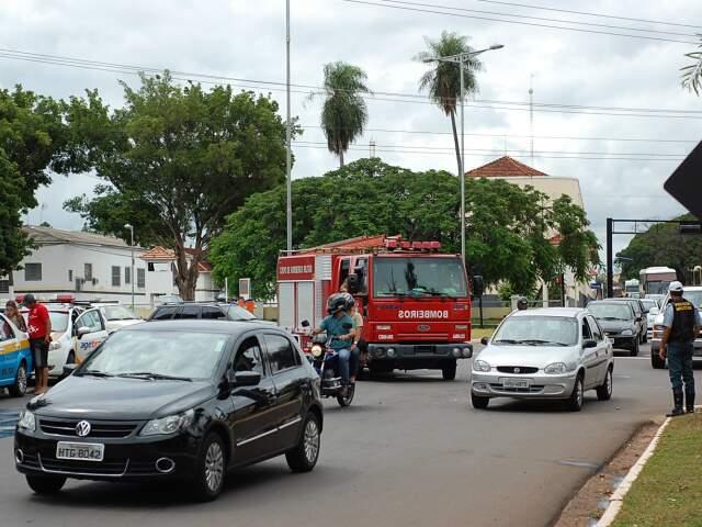 Trânsito na região ficou tumultuado. (Foto: Marlon Ganassin)
