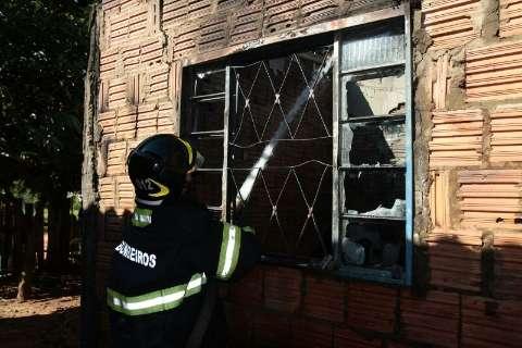 Incêndio em residência deixa mulher e duas crianças feridas na Capital