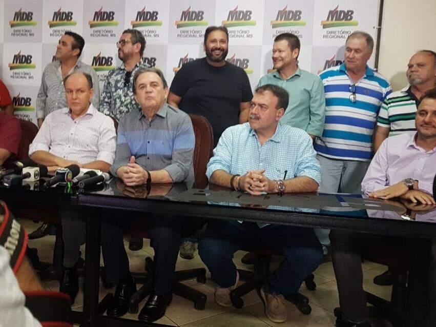 Diretório reunido durante anúncio de que pré-candidatura de André Puccinelli está mantida, e que espera soltura para semana que vem. (Foto: Anahi Gurgel)