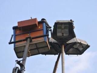 Taxa é aplicada na manutenção de postes (Foto: Alcides Neto)
