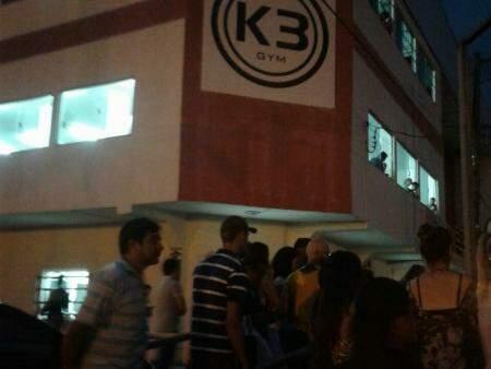 Morte em frente à academia no Centro de Ponta Porã causou tumultuo no local (Foto: Direto das Ruas)