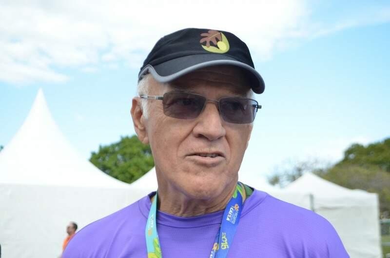 João Benedito corre desde 16 anos de idade, com 83 anos faturou a primeira colocação de sua categoria (Foto: Vanessa Tamires)