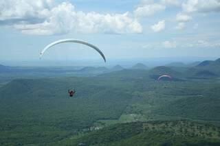Atletas chegam a 1 mil metros de altura (Foto: Marcos Ermínio)