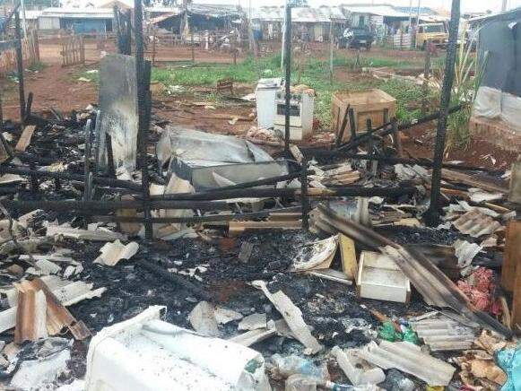 Barraco foi destruído pelo fogo (Foto: Direto das Ruas)