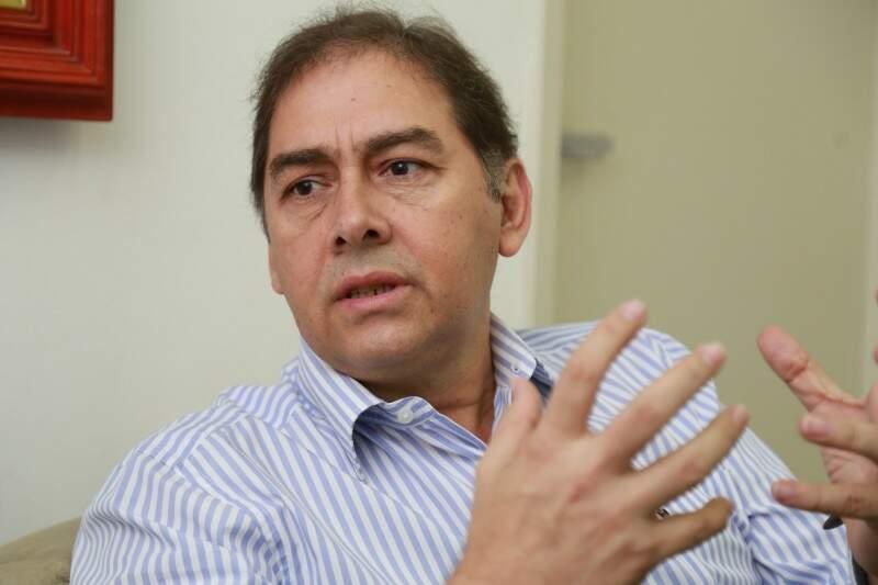 """""""Ex-prefeito elogia empenho da nova gestão"""". (Foto: Marcos Ermínio)."""