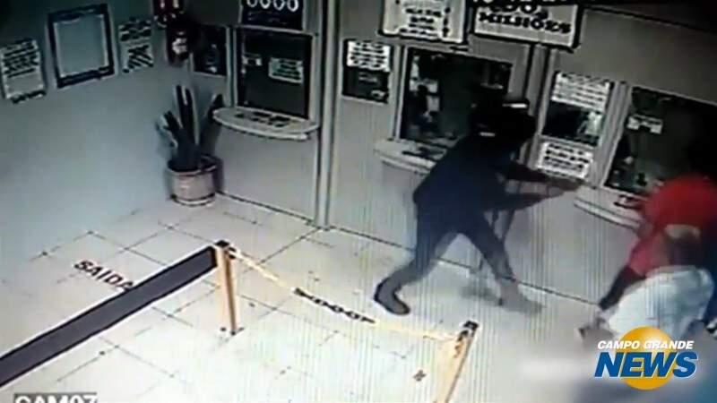 Bandidos desistem de assaltar lotérica em Batayporã