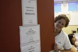 Alice fez dois cursos pelo Pronatec e hoje trabalha no Senac, instituição onde estudou. (Foto: Cleber Gellio)
