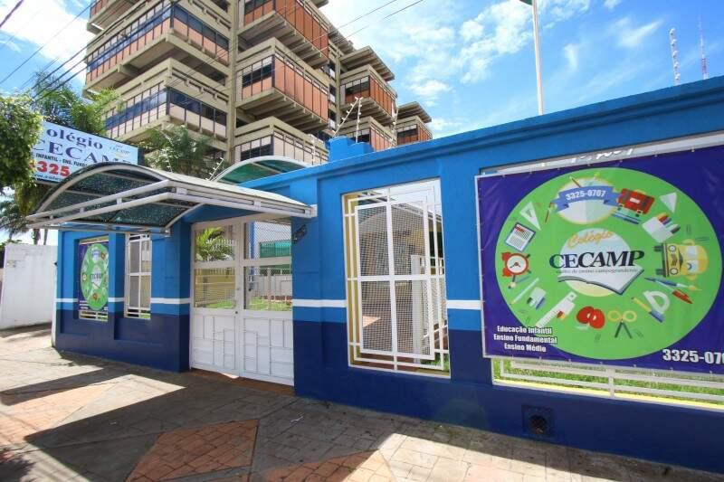 Colégio CECAMP fica na Avenida Fernando Corrêa da Costa, 569. (Foto: André Bittar)