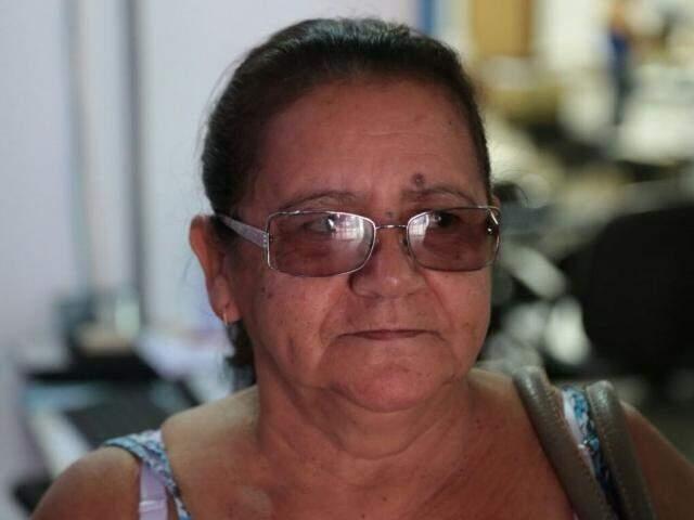 """Dona de casa Zeilda aproveitou para renegociar R$ 2.100 que devia em dois imóveis. """"Para quem deve o desconto é bom"""". (Foto: Fernando Antunes)"""