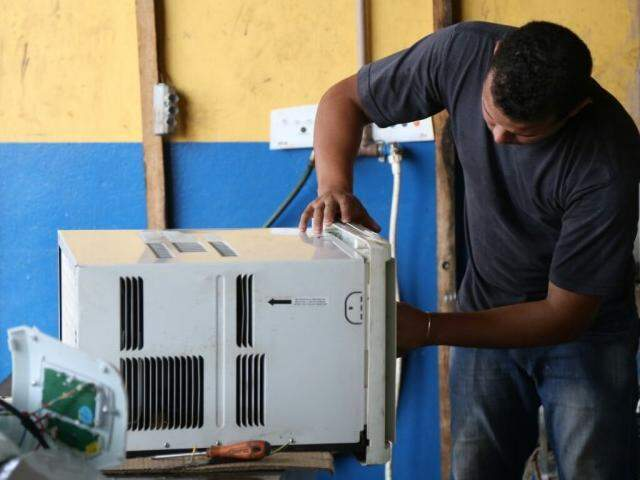 Serviços de limpeza e manutenção são os mais procurados (Foto: Marcos Ermínio)