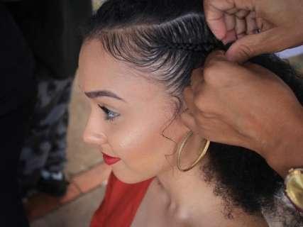 Após perder o cabelo, Gislene aceitou as madeixas afro e ensina a fazer tranças