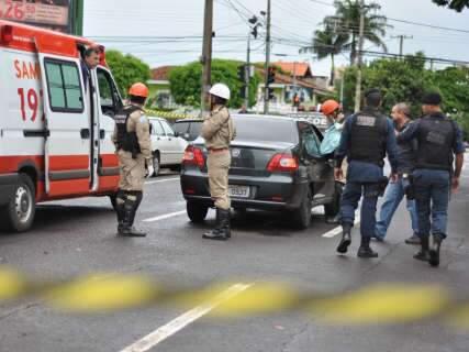 Um morre e outro é ferido a tiros em frente à escola no Jardim dos Estados