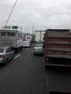 Imagem feita por caminhoneiro de MS mostra congestionamento na Avenida Brasil nesta quinta (Foto: Direto das Ruas)