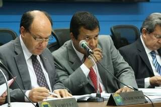 Relator da CPI, Oswaldo Mochi, ao lado do presidente, Amarildo Cruz (Foto: Marcos Ermínio)