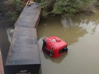 O motorista havia dito que o bandido fugiu após o acidente. (Foto: Cido Costa)
