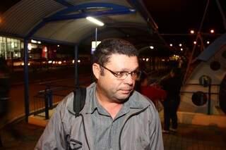 Oswaldo falou que já perdeu várias conduções por conta da mudança. (Foto: Fernando Antunes)
