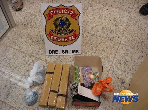 Material apreendido na casa de Enio, no bairro Coronel Antonino, onde ele foi preso. (Foto: Divulgação)