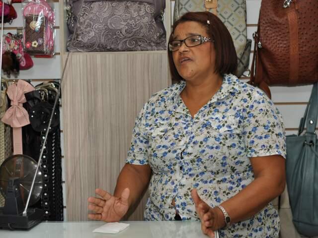 Abgail Magalhões, de 52 anos, gerente de uma loja de bolsas, diz estar indignada com a situação.