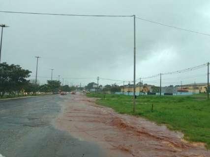 Pancadas de chuva amenizam calor na Capital, mas sem estragos