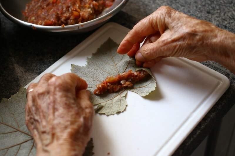 As mãos ainda fazem o melhor da comida árabe. (Foto: André Bittar)