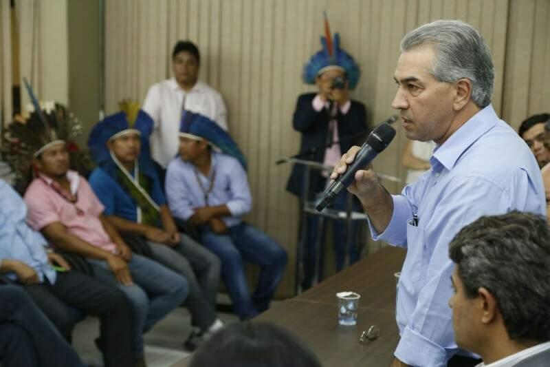 Governador fez reuniões com lideranças e pediu a presidente Dilma para usar montante de dívida com União para comprar terras (Foto: Gerson Walber)