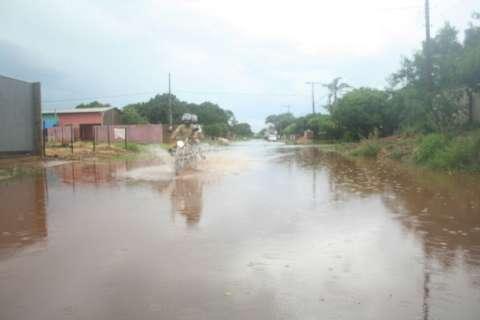 Temporal causa alagamentos e pane em veículos na região das Moreninhas