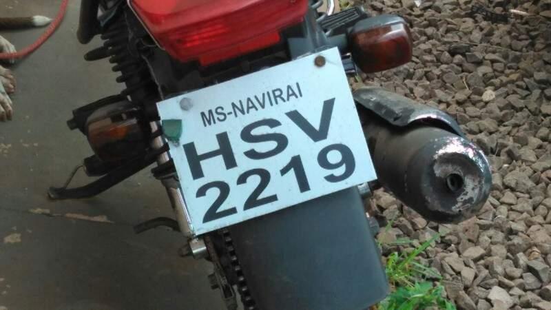 Motocicleta com placa adulterada (Foto: Marcus Moura)