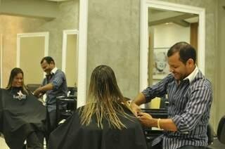 Preço do corte de cabelo subiu até 77% no último ano (Foto: Alcides Neto)
