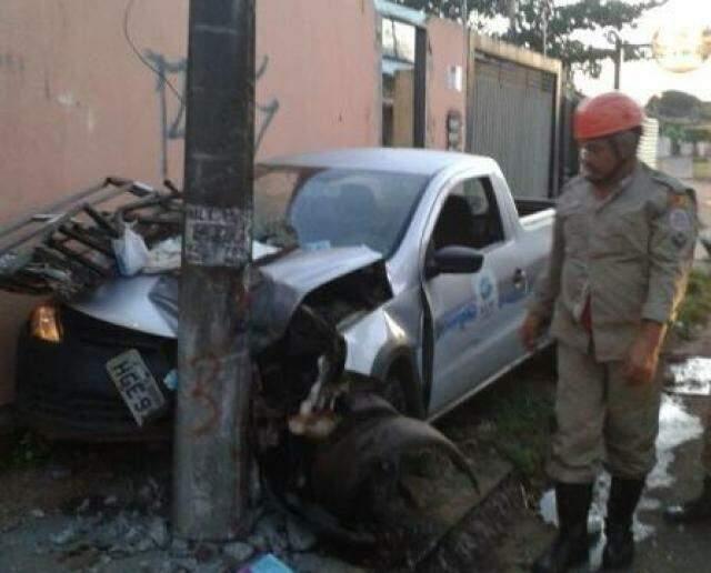 Carro ficou destruído. (Foto: Divulgação)