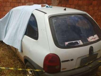 Condutor leva tiro na cabeça, bate carro em muro e morre no Nova Lima