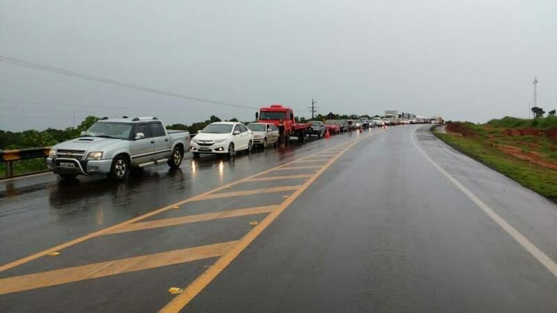 Congestionamento na BR-163 chega a 8 quilômetros. (Foto: Rafael Ribeiro)