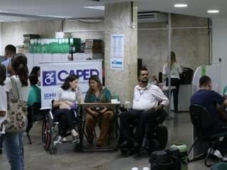Candidatos com deficiência em busca de uma vaga de emprego no dia D realizado em outubro (Foto: Henrique Kawaminami)