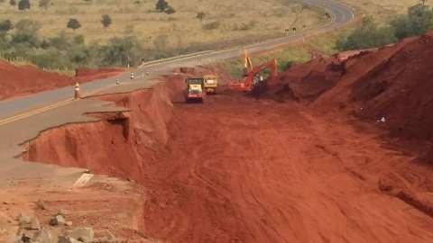 Obras em trechos de rodovia destruídos por chuvas devem terminar em 45 dias