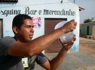 """""""Mosquitos do Bem"""" são soltos apenas após intensa campanha de orientação a moradores. (Foto:Divulgação)"""