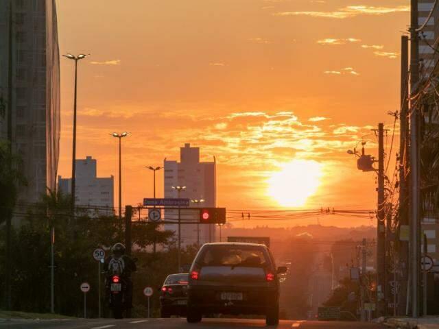 Início da manhã na Avenida Afonso Pena. (Foto: Henrique Kawaminami)