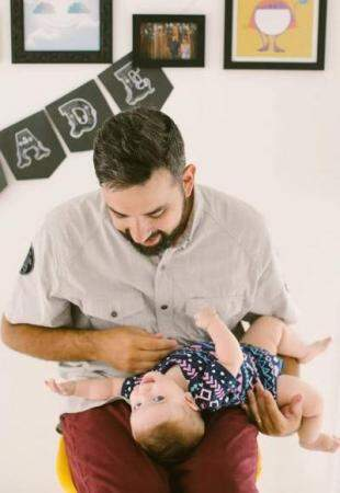 É fofo ver pai e filha em frente às câmeras. (Foto: Pri Mota)