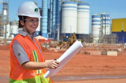 Celulose volta ao auge, contrata 700 pessoas e revive economia de cidade