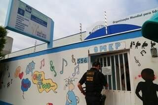 Integrante do Gaeco, que também cumpriu mandado de busca e apreensão na Omep (Foto: Marcos Ermínio)