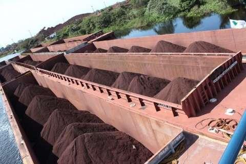 Exportações de minério de ferro acumulam queda de 38% no ano