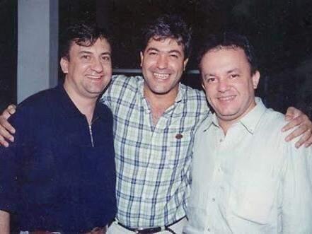 Giovane em foto com o vereador Alex do PT e o deputado federal Vander Loubet, durante governo do PT em MS (Foto: Reprodução)