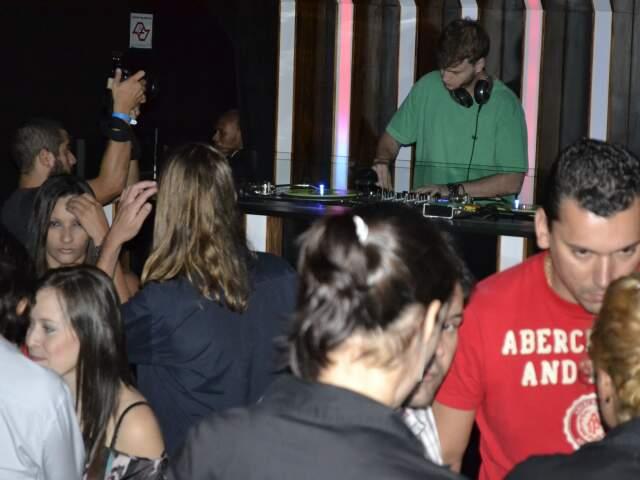 Noite de sábado em um dos ambientes da D-Edge. (Fotos: Ângela Kempfer)
