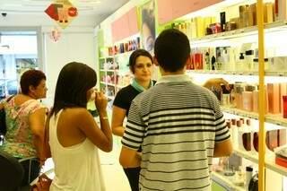 Em ascensão, setor de cosméticos espera faturar 15% a mais do que no Natal de 2012 (Foto: Marcos Ermínio)